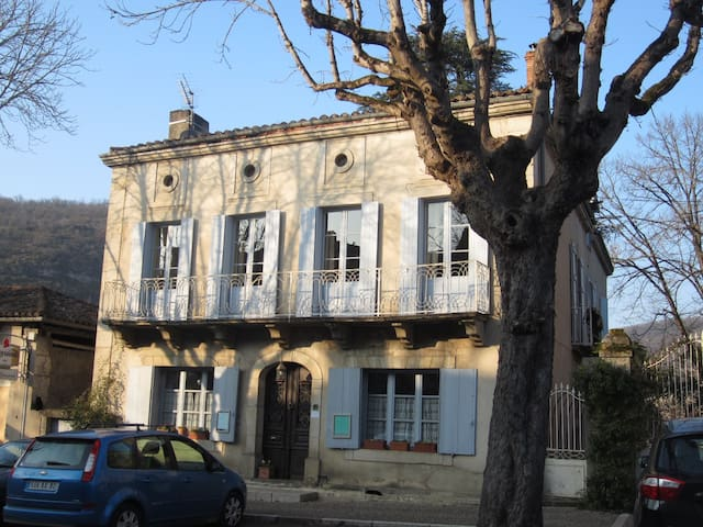 "Maison Belmont - chambre ""Garonne"" - Saint-Antonin-Noble-Val - Bed & Breakfast"