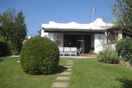 Villa a pochi passi dal mare - Baja Sardinia - 独立屋