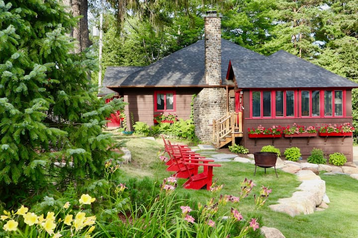 Snowshoe Cottage & Boathouse