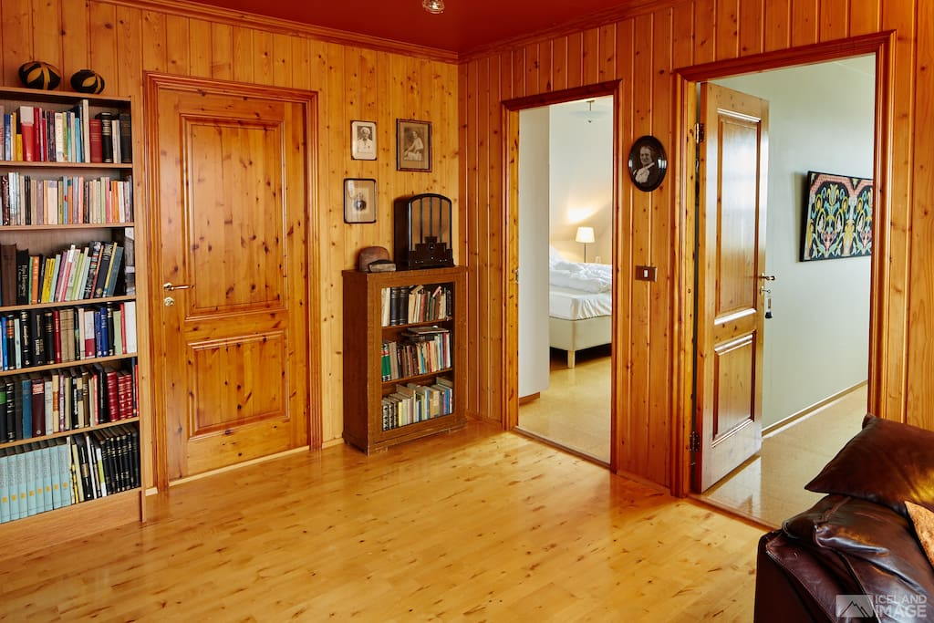 Lounge, door to bathroom, room 201 and room 202 on the right