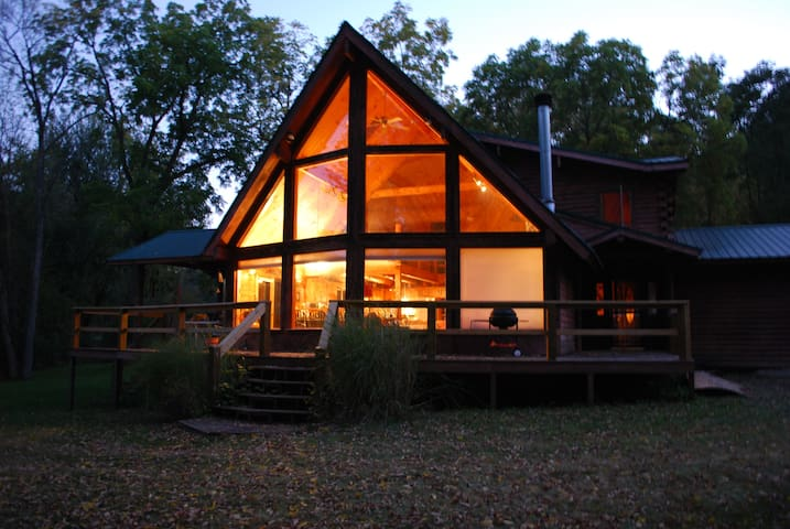 WATERFRONT 1.7ac Custom Log Home!