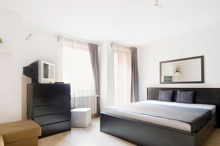 Minimal Bright & Quiet Central Flat - Budapest - Apartemen