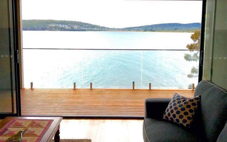 Through the lounge to nw corner of primrose beach