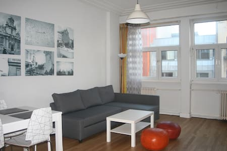Center, spacious, 5 mn midi station - Lägenhet