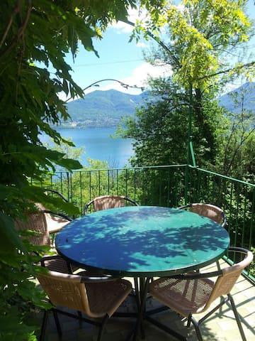 Typisches Rustico am Lago Maggiore - Oggebbio  - Dom