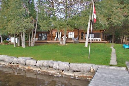 Kawartha Lakes Executive Log Home Waterfront - Buckhorn - 一軒家