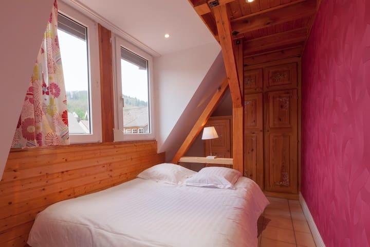 chambre1 lit double, armoire