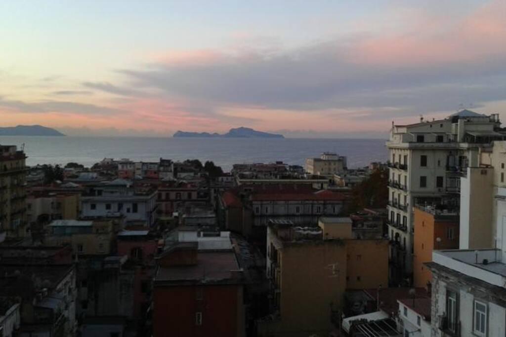 Azzurra centrale accogliente e panoramica houses for for Airbnb napoli