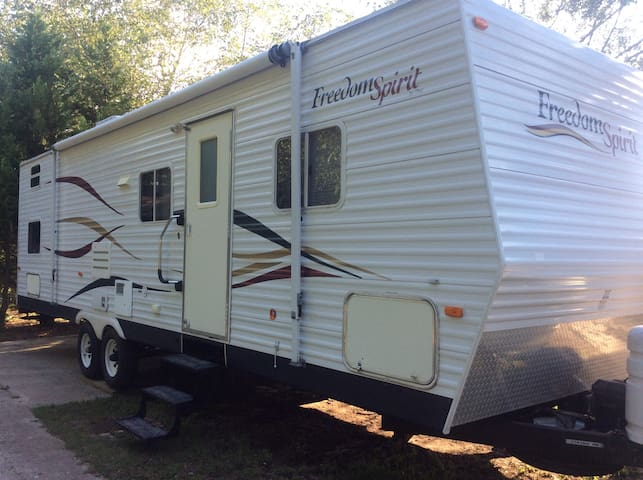 Camper for 10 delivered and set up! - Williamston - Camper/RV