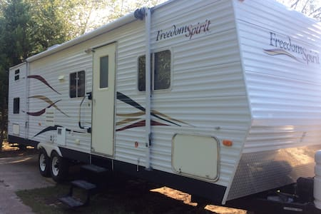 Camper for 10 delivered and set up! - Williamston - Camper/RV