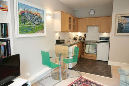 Sunny, homely one bed flat in Haymarket