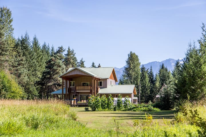 Spacious Country Home on Acreage - Pemberton - House
