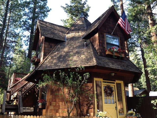 Romantic Gingerbread Cottage - Kings Beach - Haus