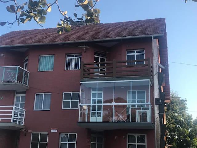 Lindo Apartamento em Condomínio perto da Praia!