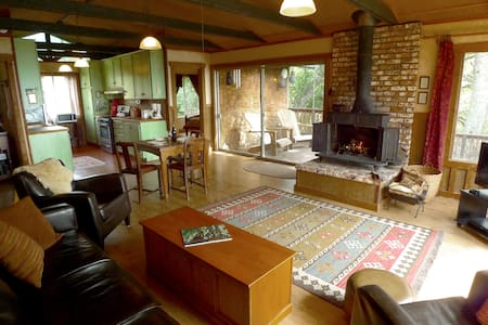 Treehouse Cabin & Waterfalls & Wildflowers! - Springville - Cottage