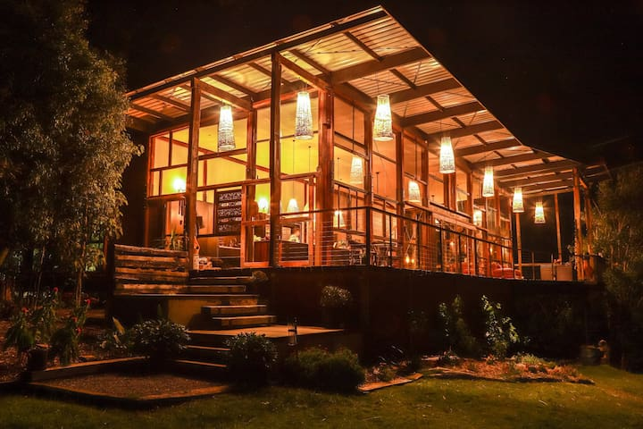 Luxury Treehouse. Currumbin Valley,