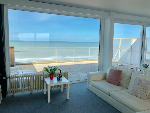Penthouse with 8m frontal sea view + free parking