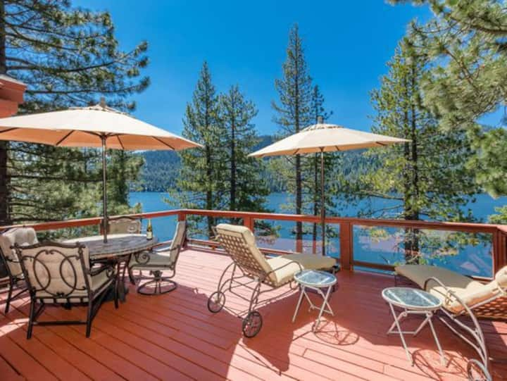 Donner Lakeview w/two decks, hot tub, bbq &games!