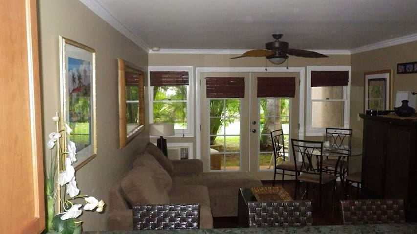 Boutique condo in historic Lahaina