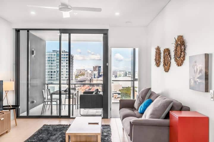 Spectacular 2BR River View And Free Car Park