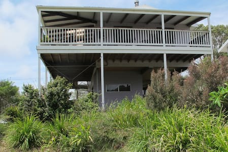 A Lakehouse with Style & Comfort  - Coomba Park - Ev