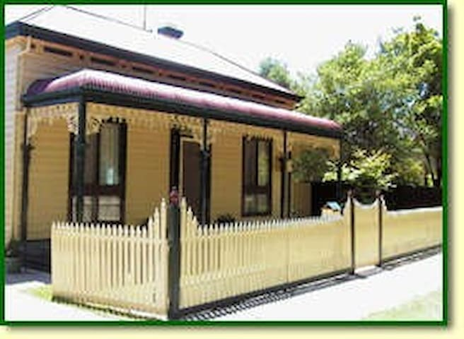 Bendigo ,Fully furnished, walk 2CBD. WIFI