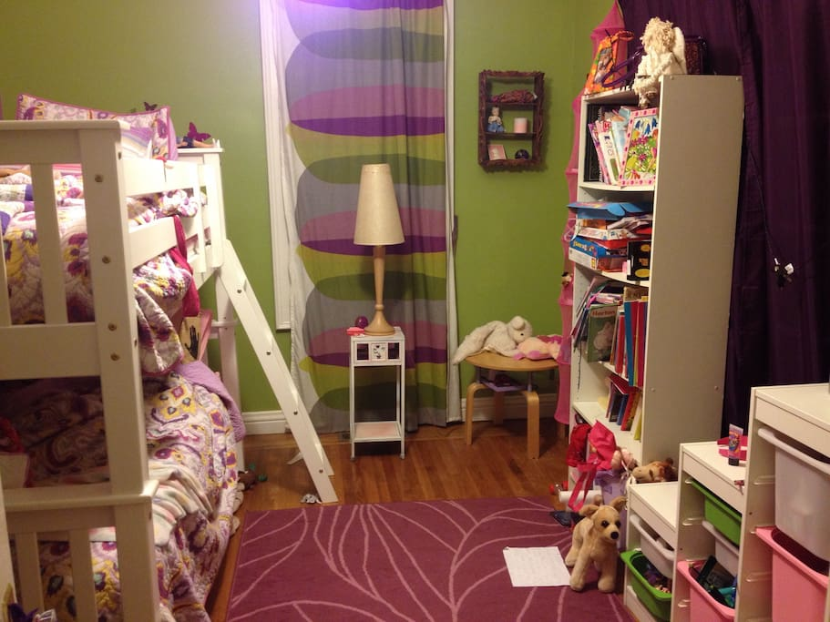 Kid's room - bunk bed with trundle, so sleeps 3.