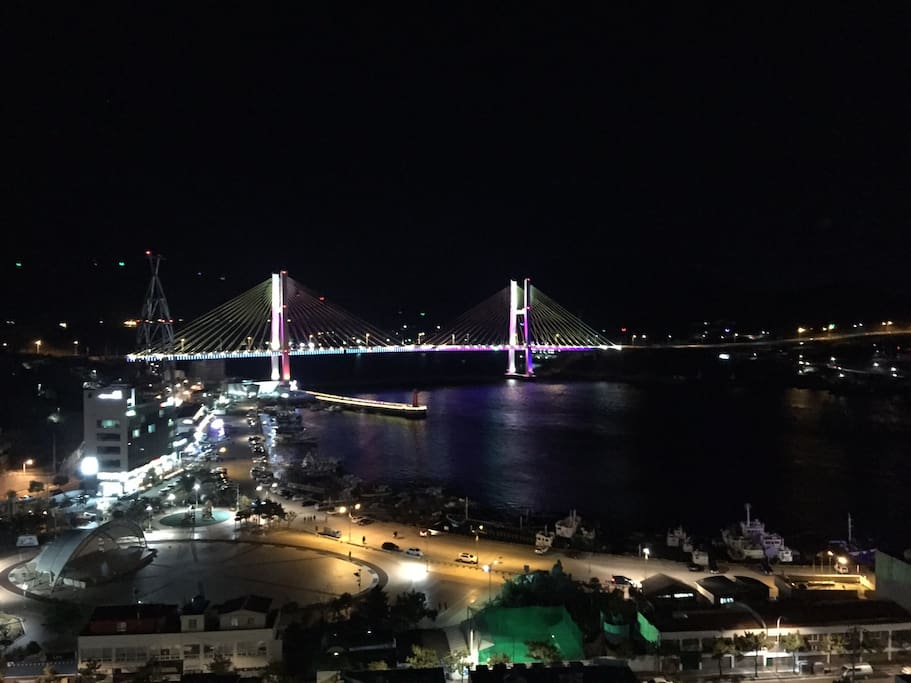 View at night from the balcony 베란다에서 보이는 야경입니다.