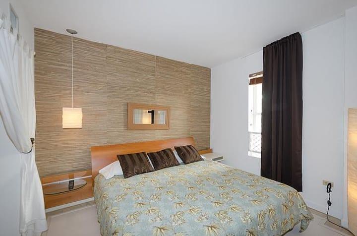 POOL/Hot tub 1 bedroom iSouth Beach-walk to beach