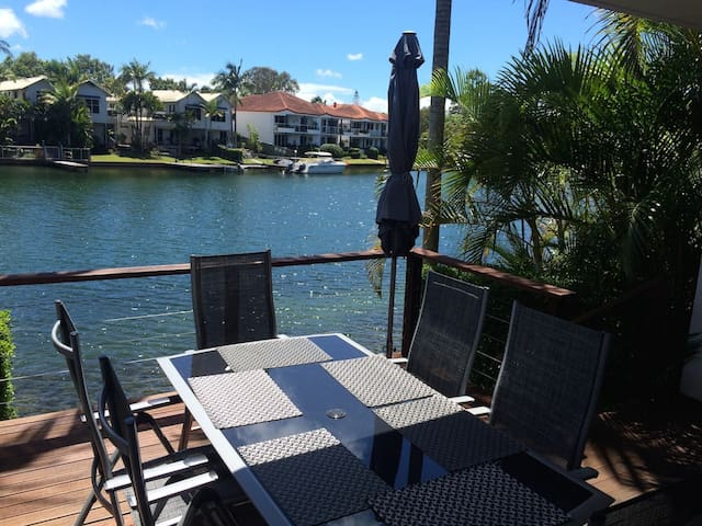 Absolute Waterfront Townhouse - Noosaville - Apartmen