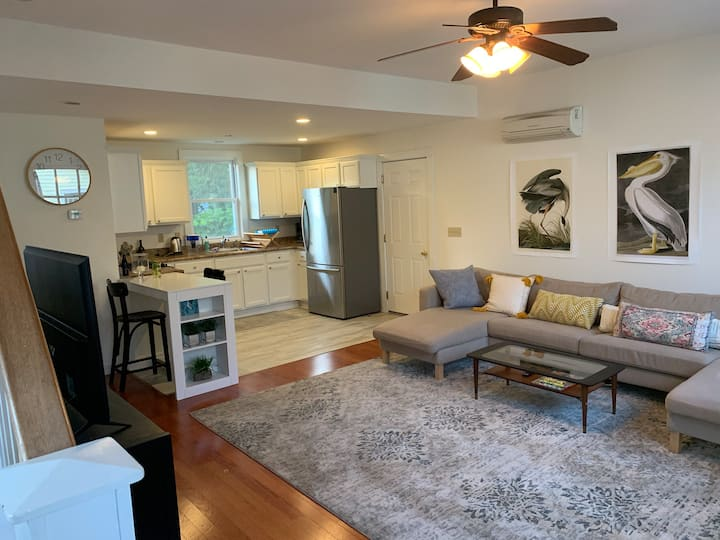 Location! Carriage House near Downtown & Track