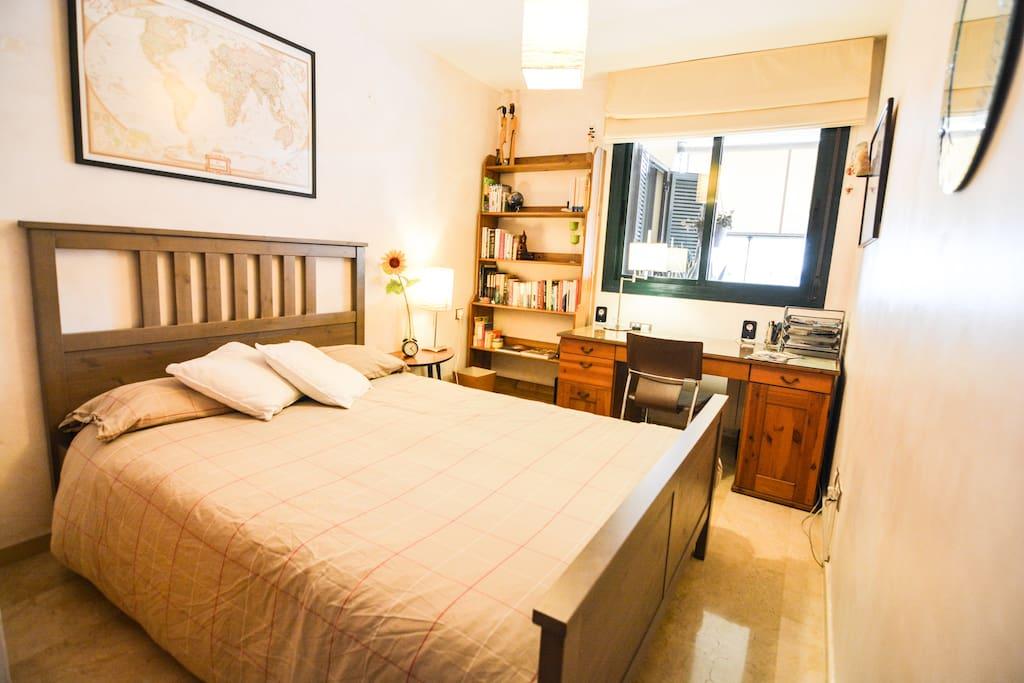 Habitaci n doble con piscina jard n apartamentos en for Habitacion con piscina privada madrid