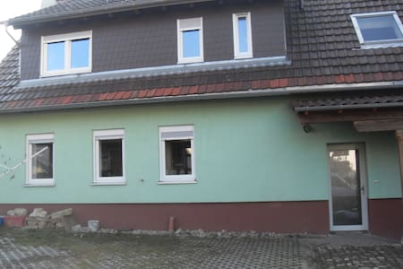 Gemütliche Zimmer in ruhiger Lage - Ubstadt-Weiher - Hus