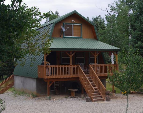 Mountain Cabin, 3 bedrooms, near Zion & Bryce - Duck Creek Village - Stuga