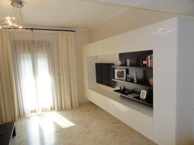Spacious and bright three-room apt - Brindisi - Apartemen