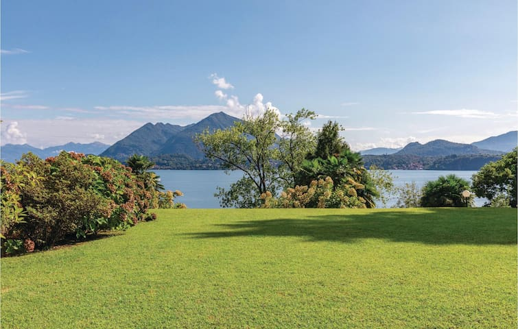 Holiday apartment with 2 bedrooms on 65m² in Stresa -VB-