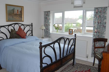 Brockenhurst is a 2 min stroll away - Brockenhurst - Bed & Breakfast
