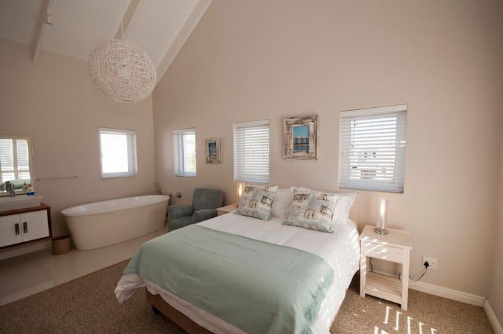 Second upstairs bedroom.