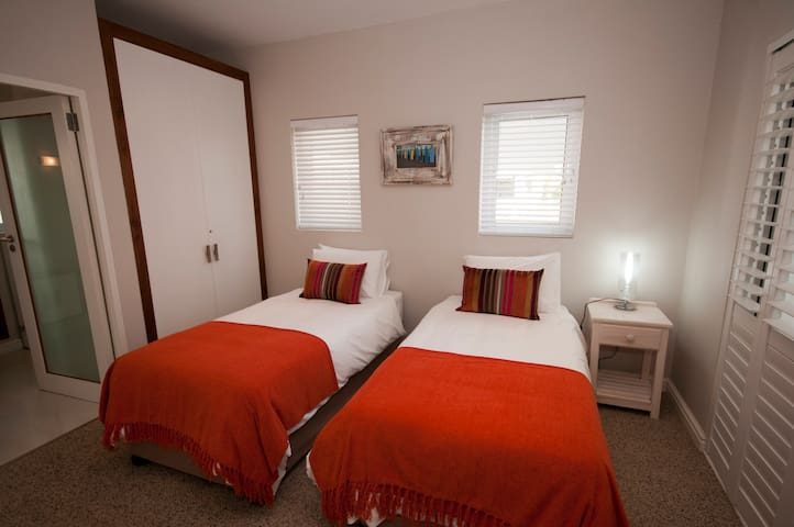 Third ground floor bedroom.