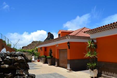 Casa unifamiliar frente al Bentayga en Tejeda - Tejeda