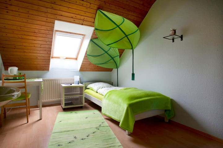 Messe und Monteurszimmer, Single - Sehnde - Bed & Breakfast