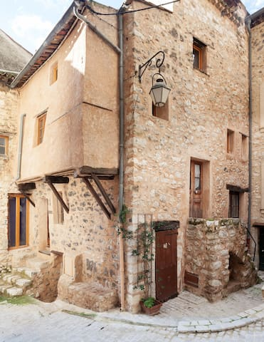 Charming house in Cote D'Azur - Tourrettes-sur-Loup - House