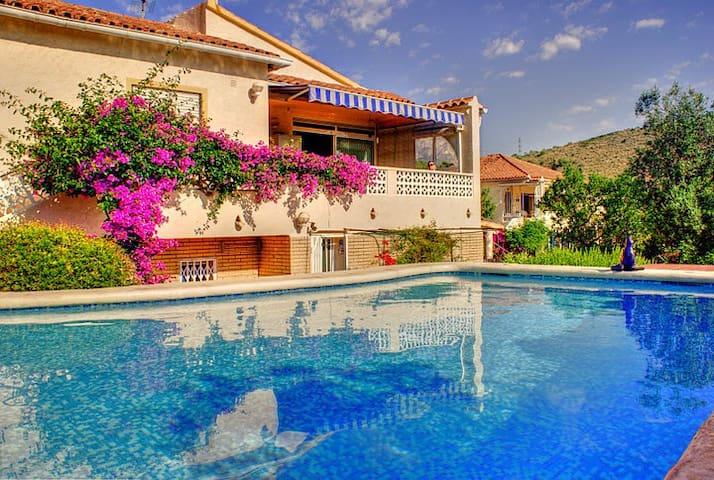 Casa Encina Geniet en Relax