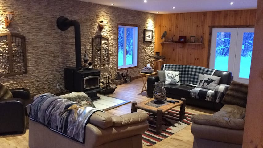 Rooms for rent at a magnificent luxurious chalet - Eastman - Bungalo