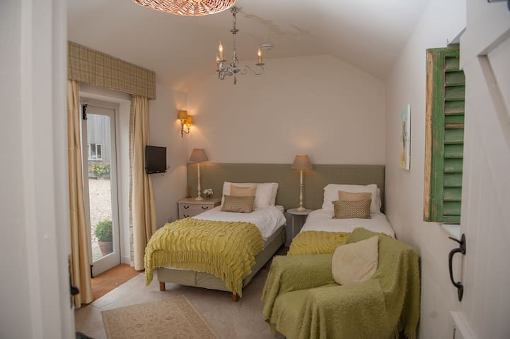 The Old Kennel (Twin Room) - Bridleway B&B