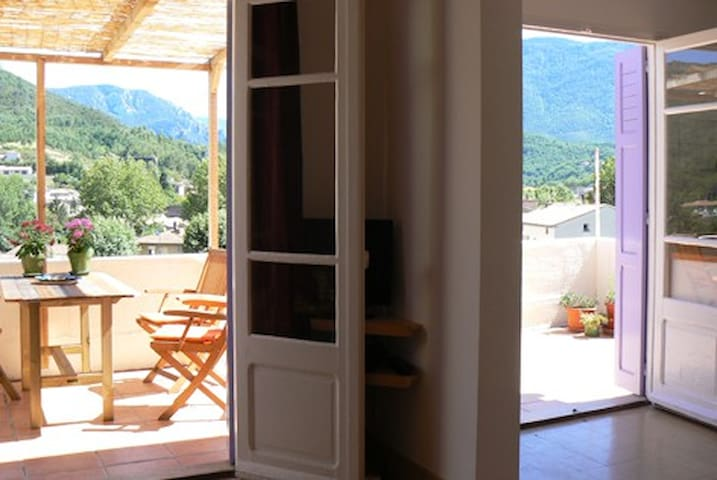 Apartment & Terrace, Great Views  - Quillan - Apartemen