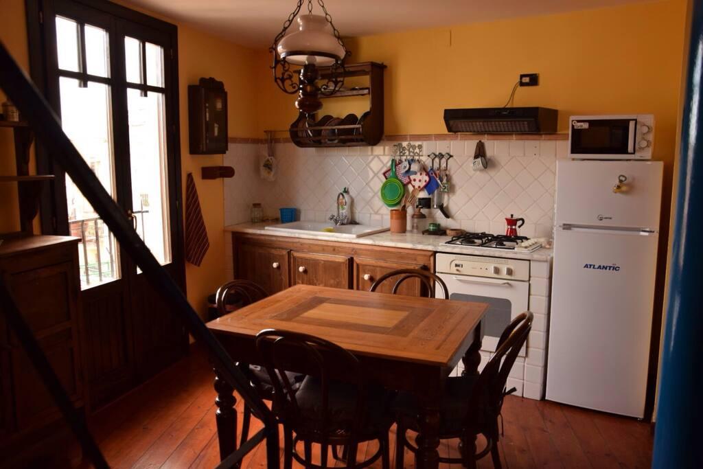 Cucinotto con balcone