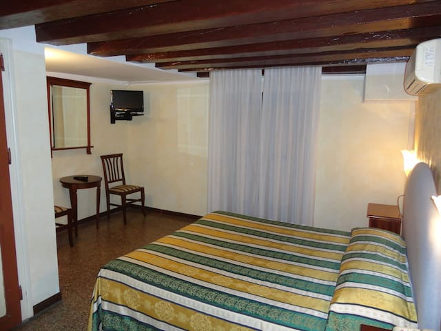 ECONOMY DOUBLE ROOM   with FREE BREAKFAST - Veneza - Pousada