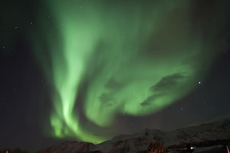 House Grindvoll   Northern Lights-Skiing- fishing