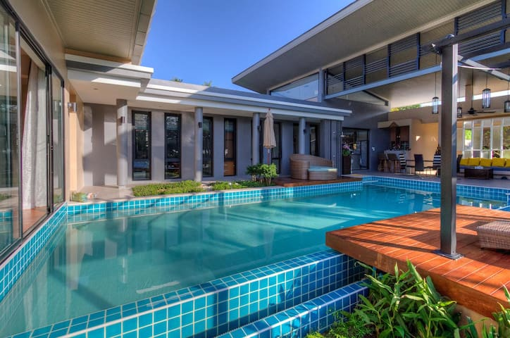 Cozy and Modern Villa with Pool